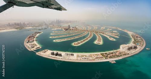 Tuinposter Dubai Aerial view from airplane window on Dubai