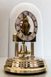 Orologio sotto campana di vetro lato