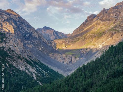 Spoed Foto op Canvas Alpen Sunrise on the mountains in the swiss alps