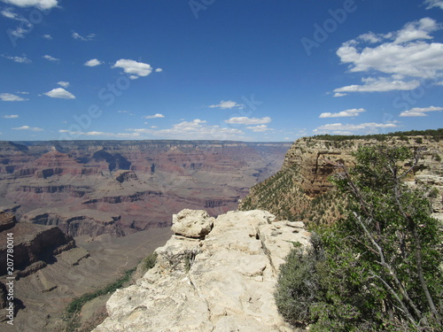 Keuken foto achterwand Grijs Grand Canyon views as seen from the South Rim Trail on a sunny day with blue sky and some clouds
