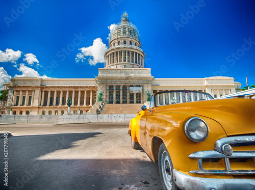 Poster Havana view of the capitol in the havana and classic cart