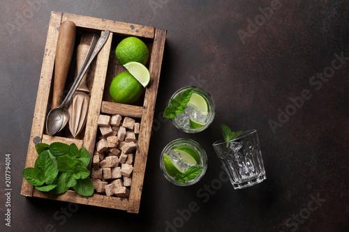 Fotobehang Cocktail Mojito cocktail ingredients box