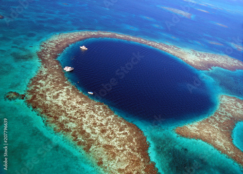 Great Blue Hole Bezile Canvas Print