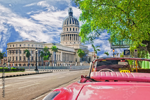Spoed Foto op Canvas Havana view of the capitol in the havana and classic cart