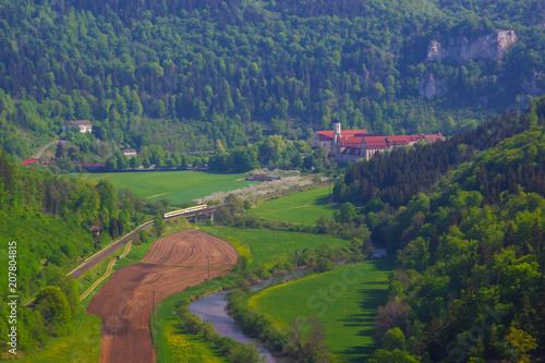 Fotobehang Nachtblauw Das obere Donautal beim Kloster Beuron