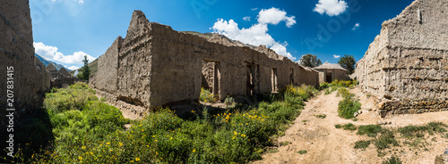 Keuken foto achterwand Historisch geb. Panorama of the streets of an old Bolivian village. Abandoned houses made from simple materials in the old part of the village of Poopo, Bolivia