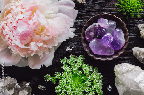 Photo Amethyst and Quartz with Peony and Queen Anne's Lace