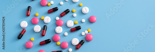 Fotografia  medicine  pills on blue background Copy space for text Assorted pharmaceutical H