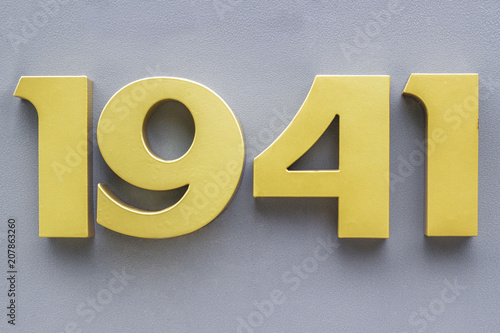 Fotografia  1941 metal numbers  on gray background