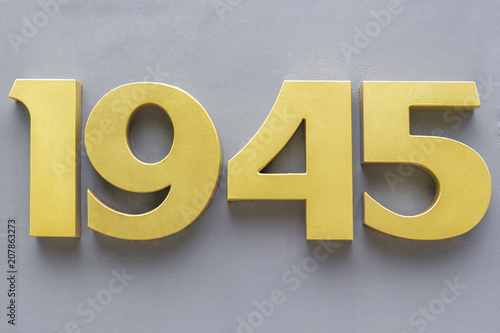 Fotografia  1945 metal numbers  on gray background