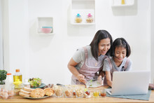 Mother And Daughter Learn Cook...