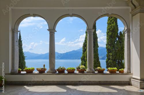 Foto op Aluminium Grijs Schöner Ausblick auf den Comer See aus der Terrasse der Villa Monastero