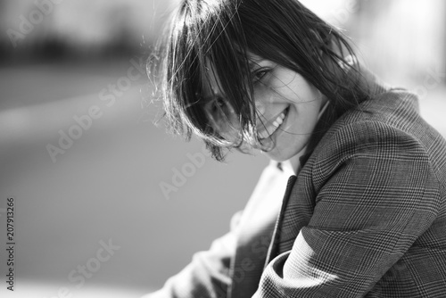 Photo  High fashion portrait of young elegant woman in brown suit walk on the street