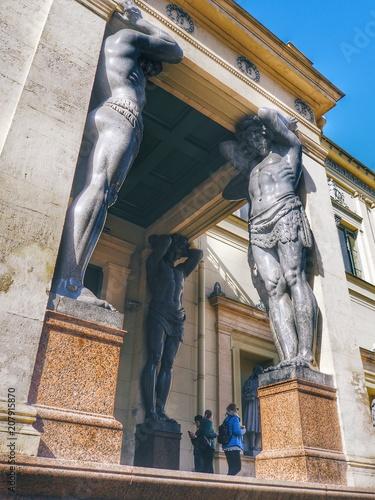 Foto  Atlantes of the Hermitage in St. Petersburg