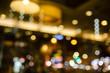 Leinwandbild Motiv 夜に電灯が反射する店。日本のお店の明かりと街灯。