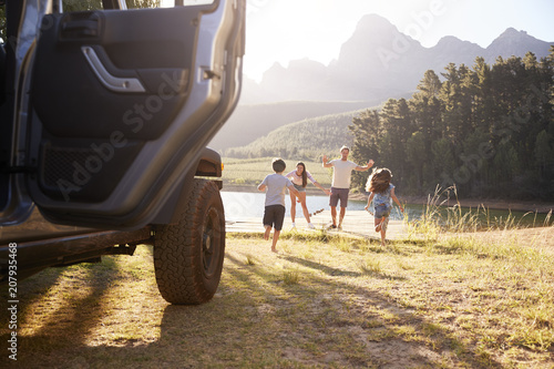 Fotografiet  Excited Family Reaching Countryside Destination On Road Trip