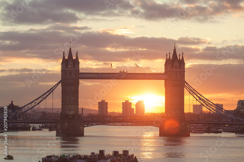 Keuken foto achterwand Centraal Europa Tower bridge during sunrise in London, UK
