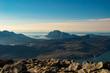 Blick über die Berge in Norwegen, Lofoten im Hintergrund