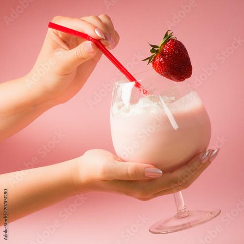 Foto op Aluminium Milkshake strawberry milkshake drink