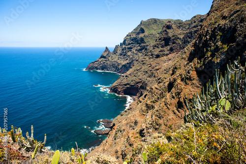 Deurstickers Canarische Eilanden Panorámica de los acantilados de Punta Fajana, Tenerife, Islas Canarias