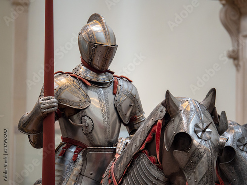 Fotografiet Exhibition of 15th century German plate armor around the time of late Middle Ages