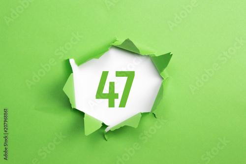 Poster  gruene Nummer 47 auf gruenem Papier