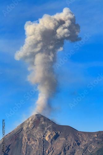 Deurstickers Vulkaan Guatemala. Antigua. Smoky, active Fuego volcano (Volcan Fuego)