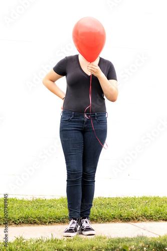 Photo  red balloon shy girl