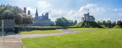 Photo  view of Cardiff castle in summer, Wales