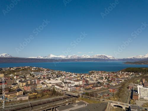 In de dag Ochtendgloren The city of Narvik in Norway from above