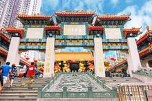 HONG KONG, CHINA - MAY 5, 2018: Unidentified People Enter Sik Sik Yuen Wong Tai Sin Temple At Kowloon In Hong Kong, China..