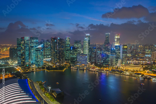 Photo  Contemporary Architecture Office Building In The City at the Marina bay Singapor