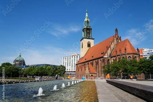 Zdjęcie XXL St. Marys Kościół, Marienkirche na Karl-Liebknecht-Strasse blisko Alexanderplatz w środkowym Berlin, Niemcy