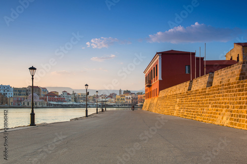 In de dag Poort Old Venetian port of Chania at dawn, Crete. Greece