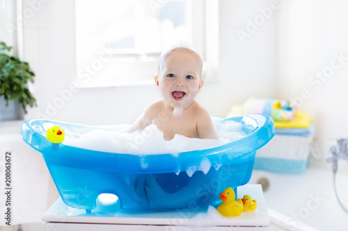 Little baby taking a bath Poster Mural XXL