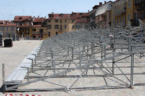 Spoed Foto op Canvas Theater Montaggio tribuna di un palco per uno spettacolo all'aperto