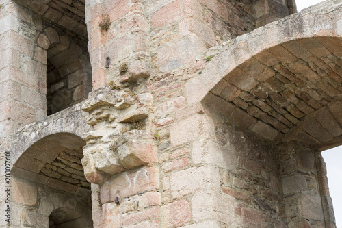 Papiers peints Con. Antique part of an ancient stone fortress with an archway