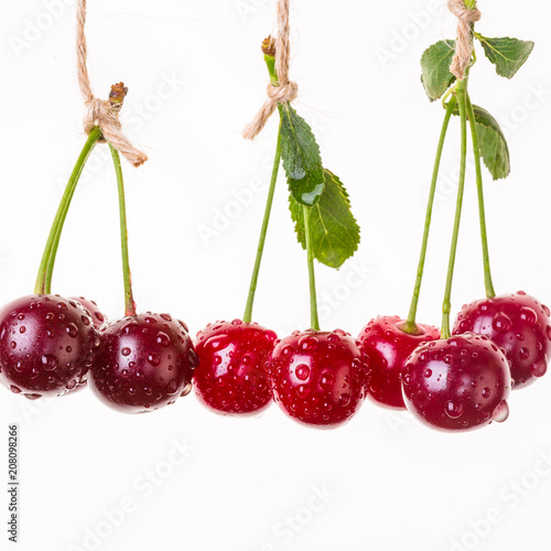 Fotografía  cherry, hang, rope, isolate, ripe berries, banner