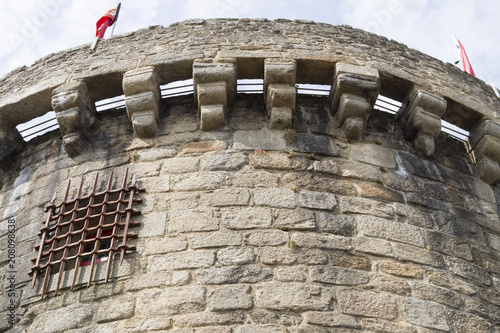Fotografiet  Tour de porte-prison avec le drapeau français à la vieille ville - France, Breta