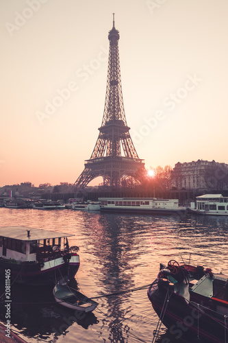 Foto op Aluminium Eiffeltoren Eiffel Tower in Paris during sunrise
