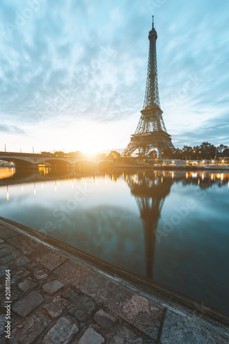 Keuken foto achterwand Centraal Europa Eiffel Tower in Paris during sunrise