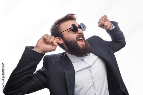 Fotografía  Successful happy man in sunglasses on white