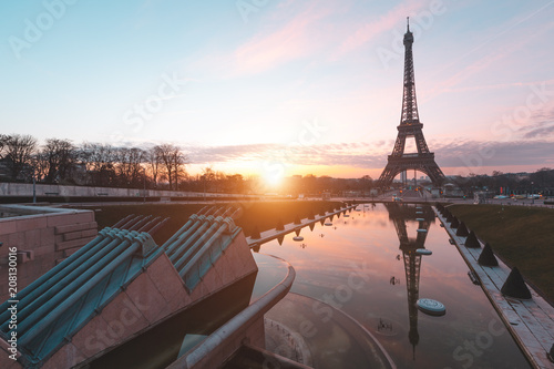 Keuken foto achterwand Centraal Europa Sunrise at Eiffel Tower. Paris, France