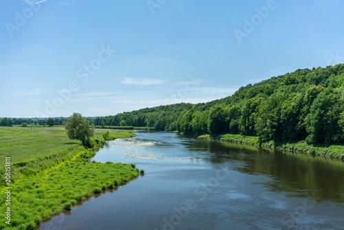 Montage in der Fensternische Fluss Die Elbe in der Nähe von Grimma in Sachsen