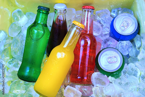 Fotografía  Colorful cold soda drinks, filled ice cubes in a cool box