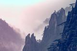 Żółta góra lub Huangshan góry chmury Denna sceneria w Czarny I Biały brzmieniu, prowincja anhui Wschodnich Chin. - 208183238