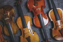 複数のバイオリン