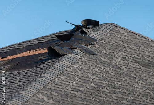 Obraz na plátně Damaged roof