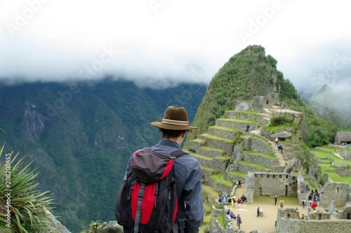 Photo Stands South America Country Touriste admirant le Machu Picchu