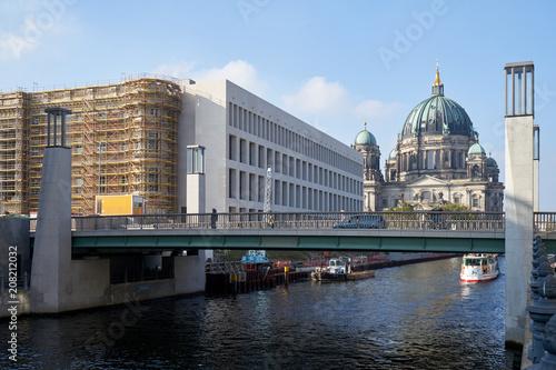 Zdjęcie XXL Budowa Humboldtforum i berlińskiej katedry od Spreeseite